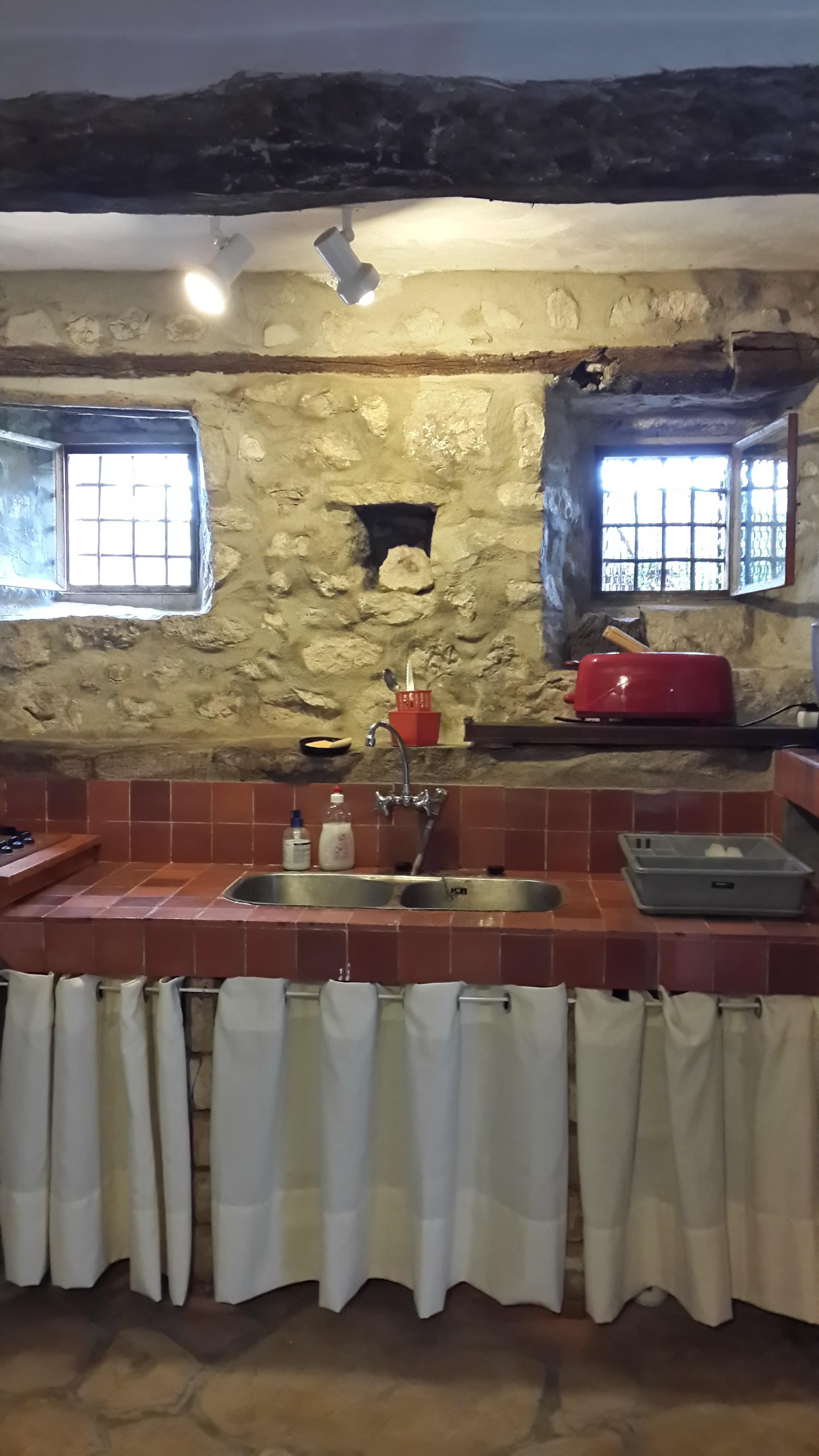 Cuisine le mas de mo location de maison de vacances var for Cuisine equipee ancienne